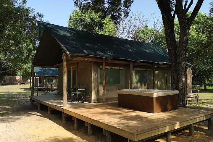 Fathala Deluxe Outdoor Jacuzzi Deck
