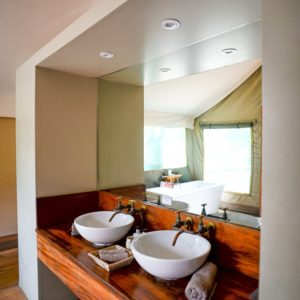 Luxury tented safari bathroom